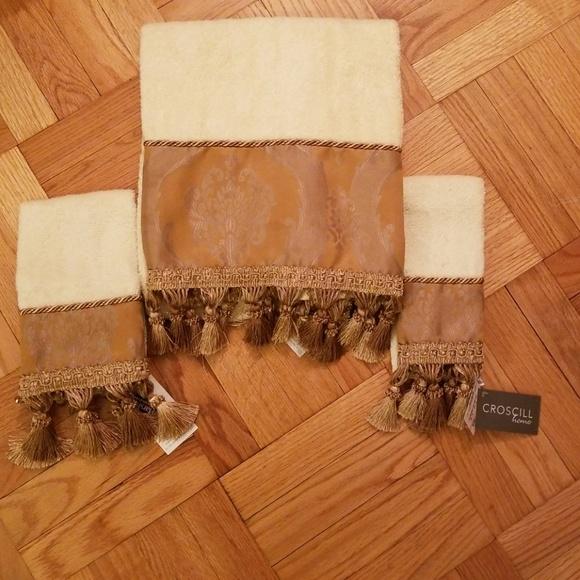 Bathroom Towel and Hand Towels NWT
